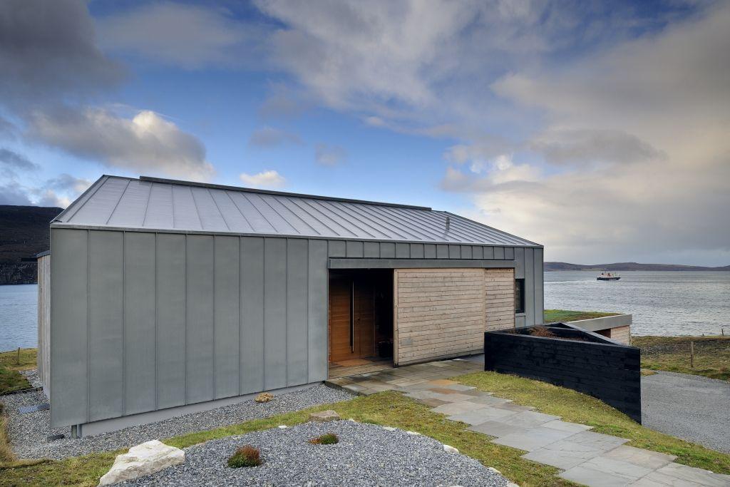 die besten 25 blechdach ideen auf pinterest blechdach haus dach berstand und schmales haus. Black Bedroom Furniture Sets. Home Design Ideas