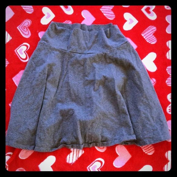SKATER SKIRT Cute skater shirt all grey and size SMALL. Wear with a tank or tee. Very stylish and adorable. Skirts Circle & Skater