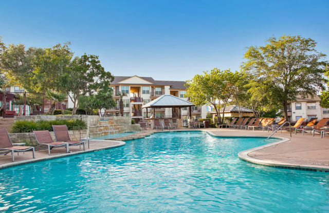 Hillside Ranch 1350 N Lbj Dr San Marcos Tx 78666 Pools Backyard Inground Campus Apartment Backyard Pool