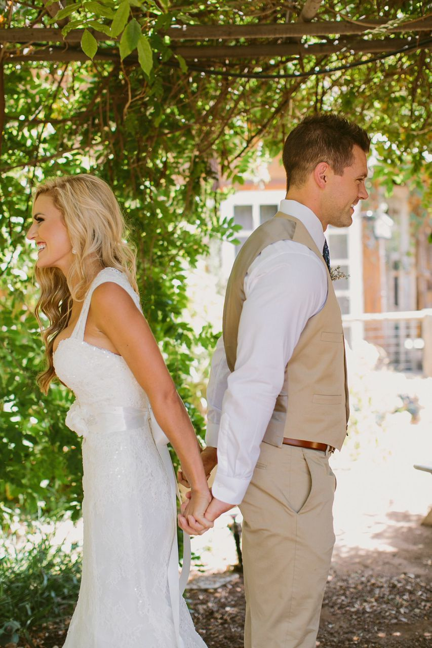 Pink and Gold Cuban Wedding | Wedding photography poses ...