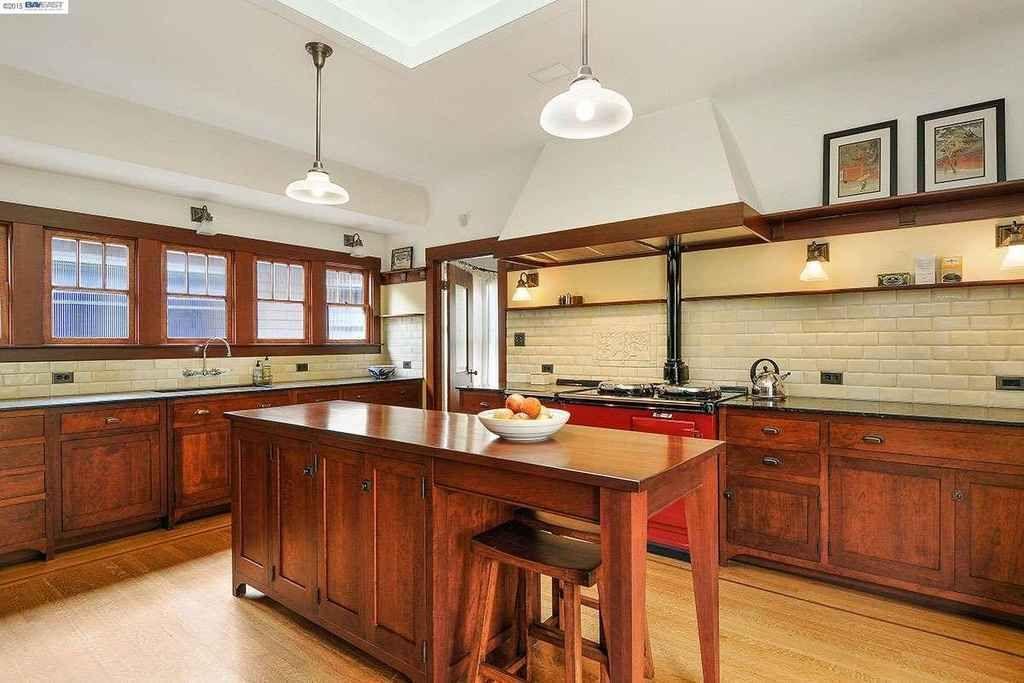 1915 Craftsman Alameda Ca 875 000 Old House Dreams Kitchen Remodel Bungalow Kitchen Craftsman Kitchen