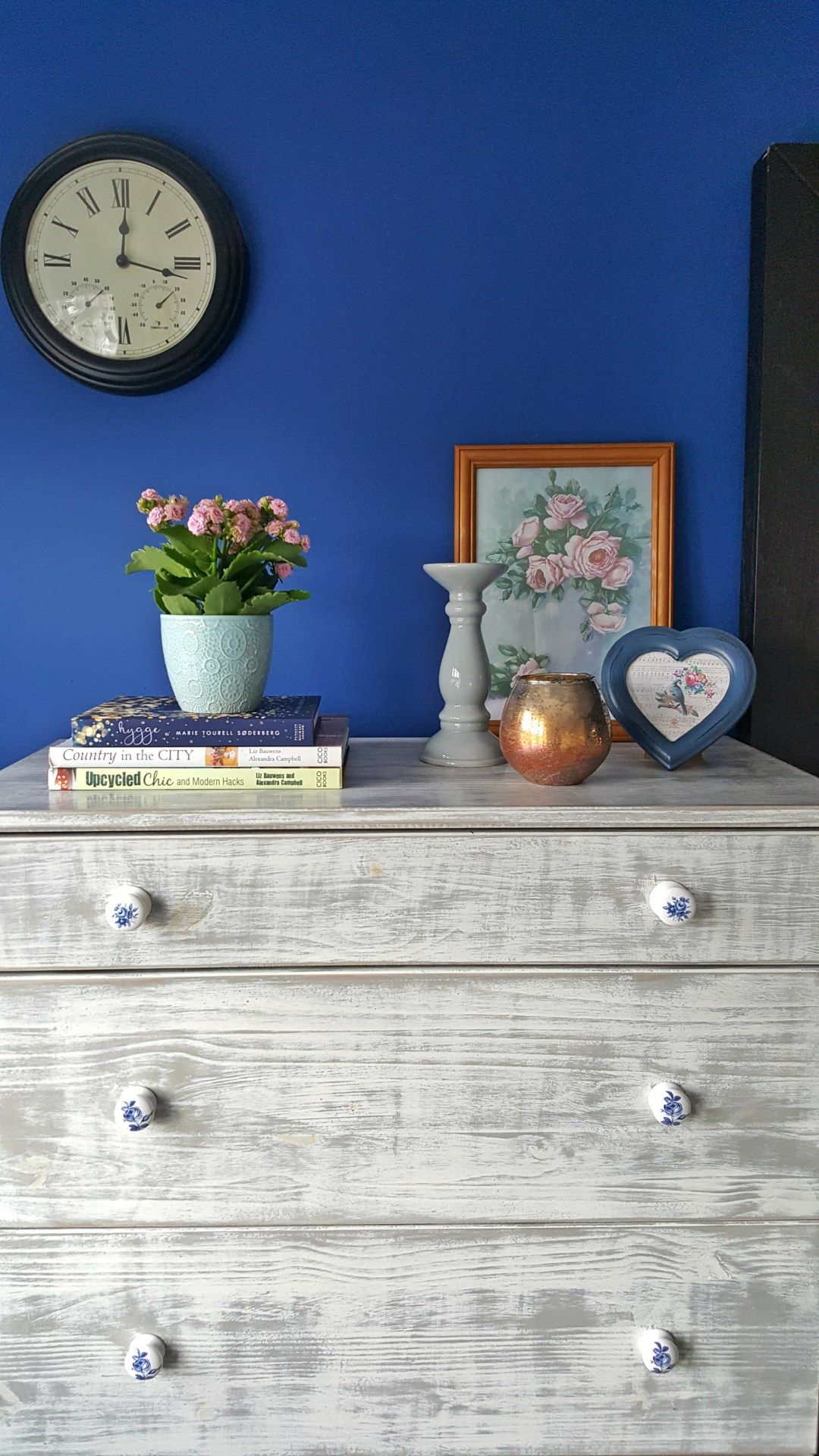 Ideas For Painted Furniture, Distressed Look And Navy Blue Walls For  Creating A Beedrom On