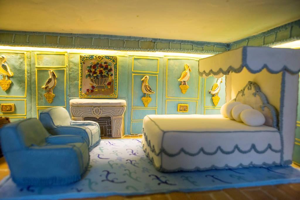 3_Leeds-Castle-Gingerbread-Dolls-House-Lady-Baillie-Bedroom.jpg 1,024×683 pixels