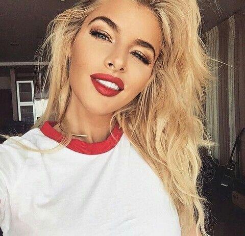 Postbad en 2019 Maquillage, Style de cheveux et