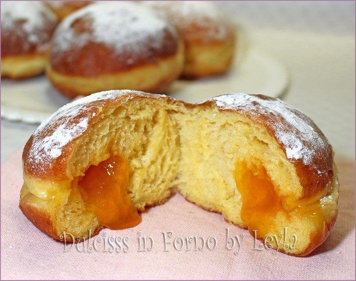 Krapfen alla marmellata o Faschingskrapfen, una specialità dell'Alto Adige. Detti anche bomboloni, fanno impazzire adulti e bambini. Ecco tutti i segreti..