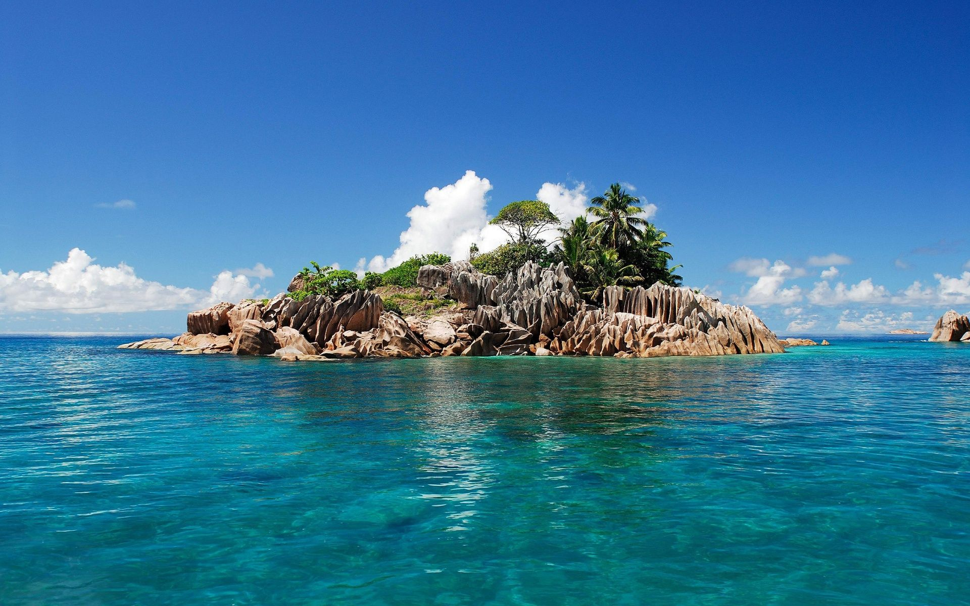 Tropical Island Beach Ambience Sound: Tropical Island Backgrounds