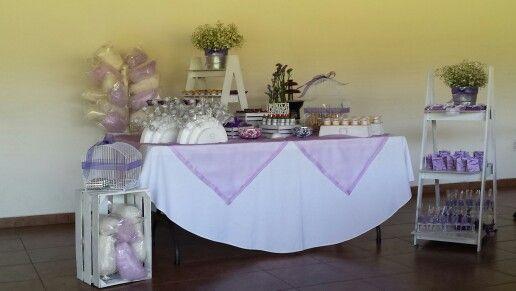 Mesa de postres.para bautizo en lila y morado