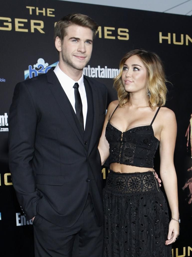 Is miley cyrus dating liam hemsworth