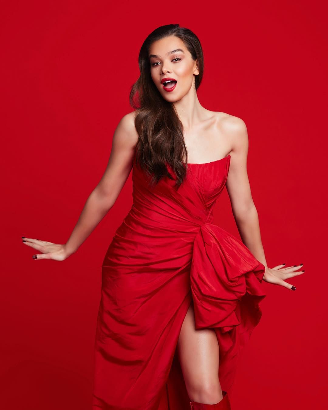 Hailee Steinfeld set to bare all in new Romeo and Juliet