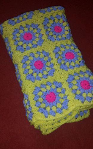 Babydecke Kuscheldecke Decke Granny Square Handarbeit Knitting