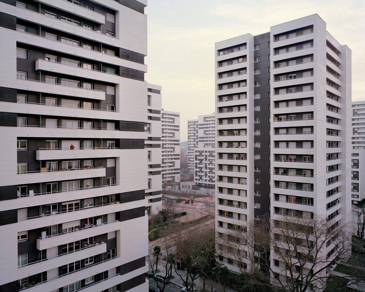 殺風景に見えますが、住人達はこの独特の都市で生活しているのです。あなたはここで生活する自分の姿を想像できますか?…