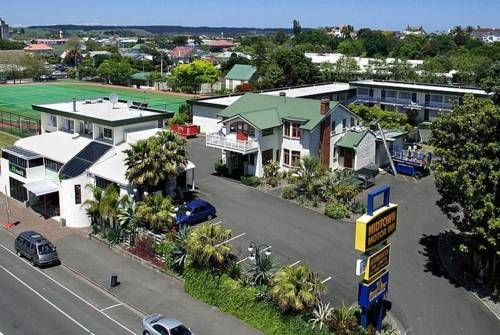Midtown Motor Inn Wanganui Midtown Motor Inn is located in the centre of Wanganui city, just 5 minutes' walk from shops and restaurants and a 15-minute walk from the Art Gallery and Whanganui Regional Museum. It offers free WiFi and free off street parking.