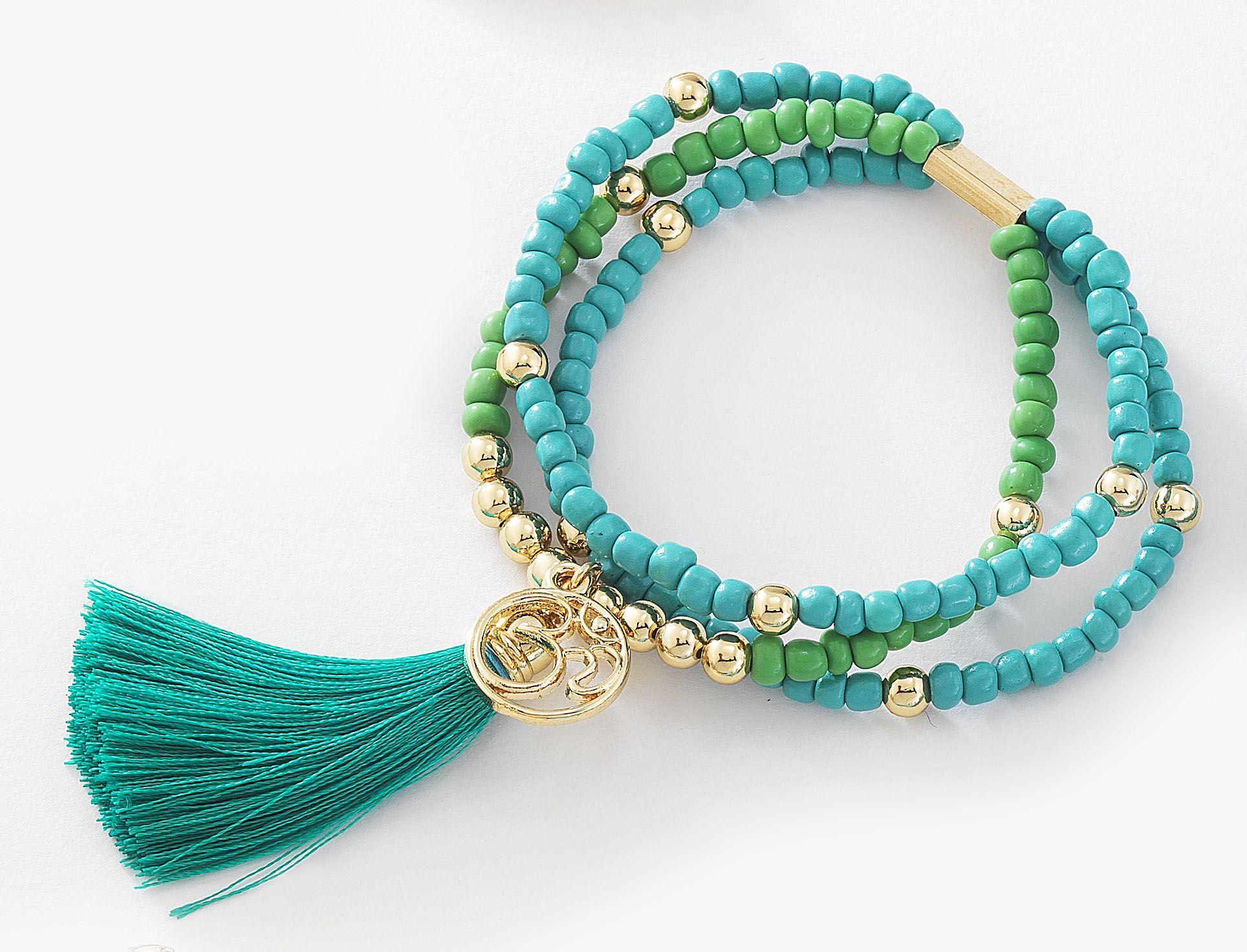 5c670ec28a55 Precioso trío de pulseras con chaquiras verde y verde aqua y esferas ...