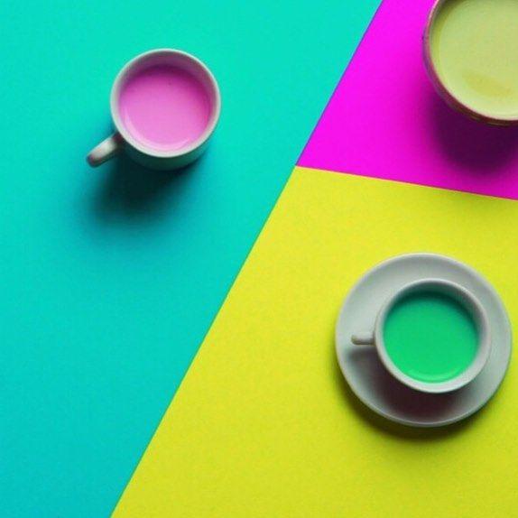 Cartulinas con colores llamativos