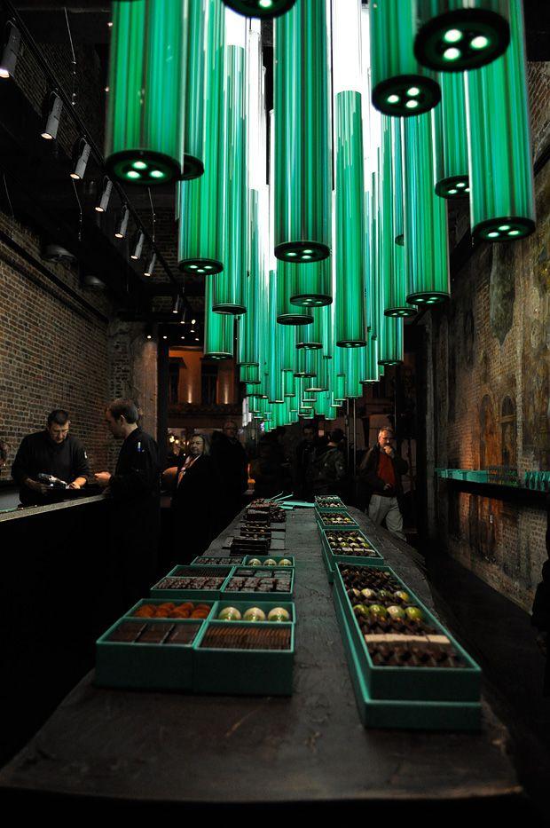 Hanging Forest Licht-Design für Schokoladen Shop Leuchten - innenarchitekt krasimir kapitanov