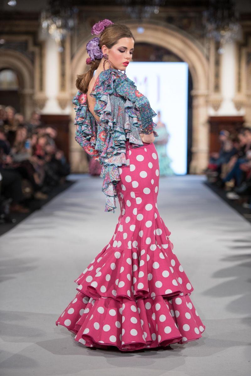Diversión y halagos peinados para trajes de flamenca 2021 Colección de estilo de color de pelo - Mónica Mendez - We Love Flamenco 2018 - Sevilla   Vestidos ...