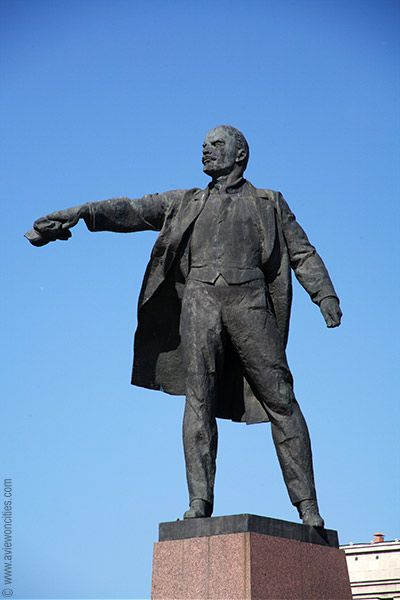 Lenin Statue, Moskovskaya Square, St Petersburg ...