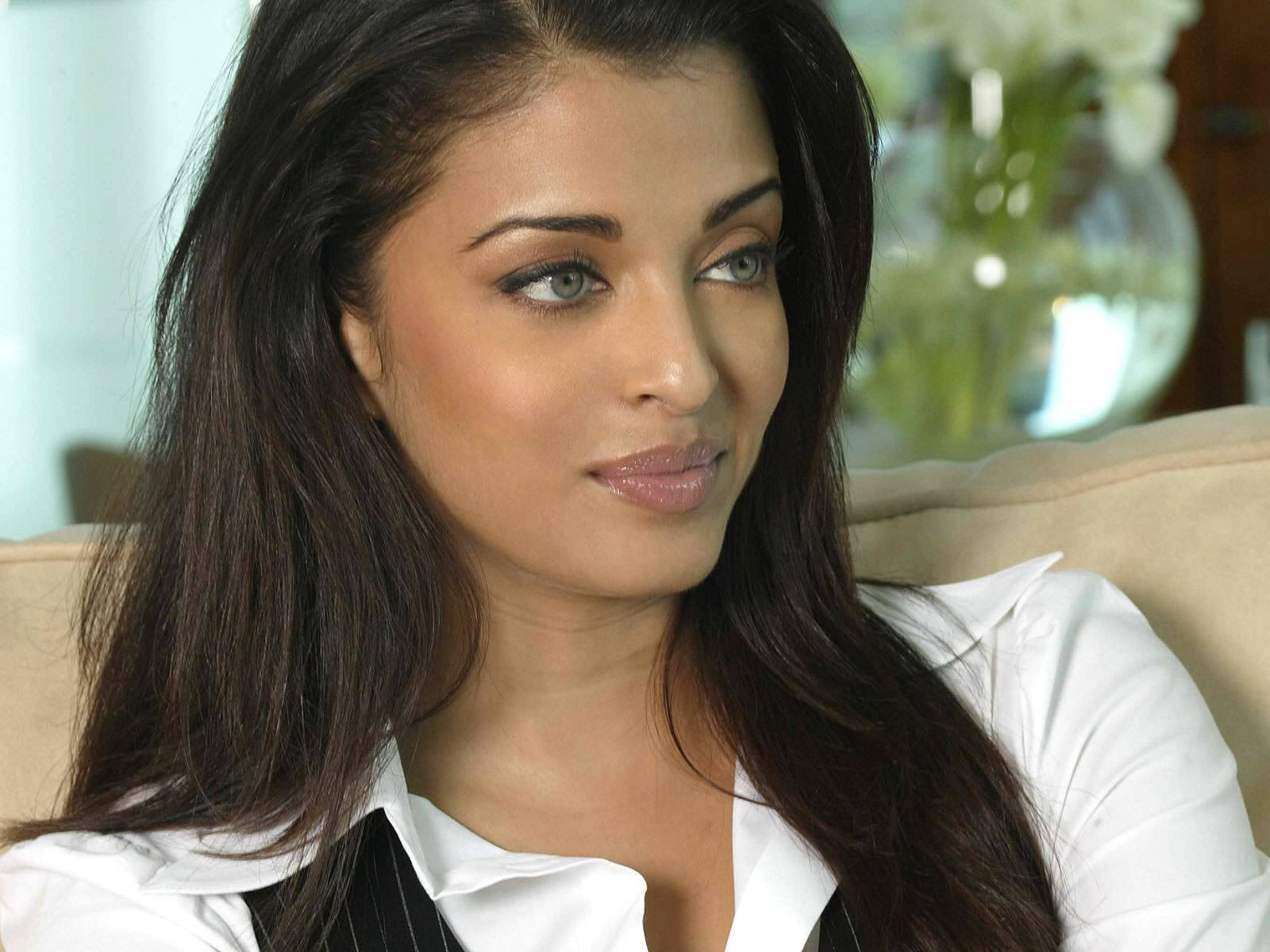 Image From Http Images Desimartini Com Media Uploads 2015 5 Aishwarya Rai Bachchan Wallpaper 8 Aishwarya Rai Without Makeup Beauty Overnight Beauty