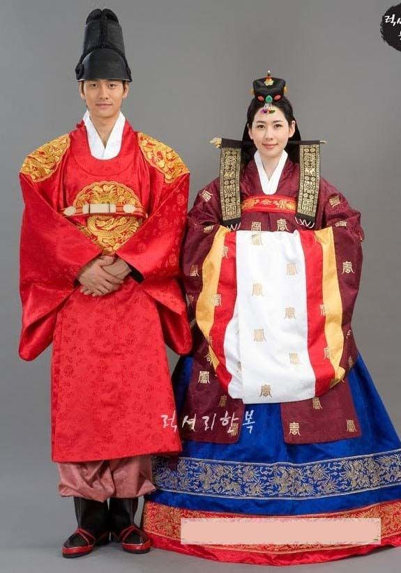 Hwarot Is The Gown For Korean Brides Description From Koreabridge I Searched Wedding DressesWedding CostumesTraditional