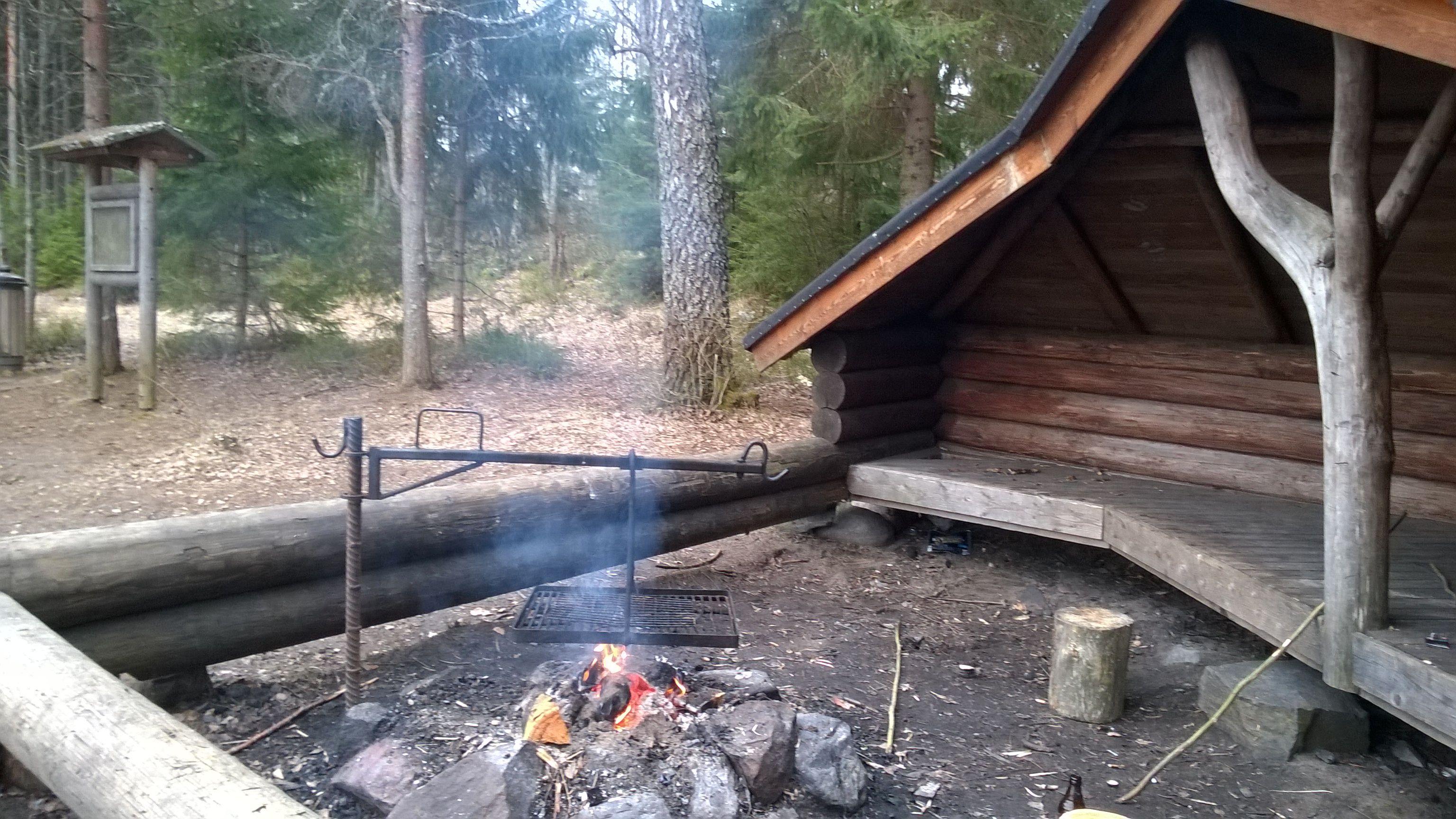 Saaren kansanpuistossa Raanpään laavu