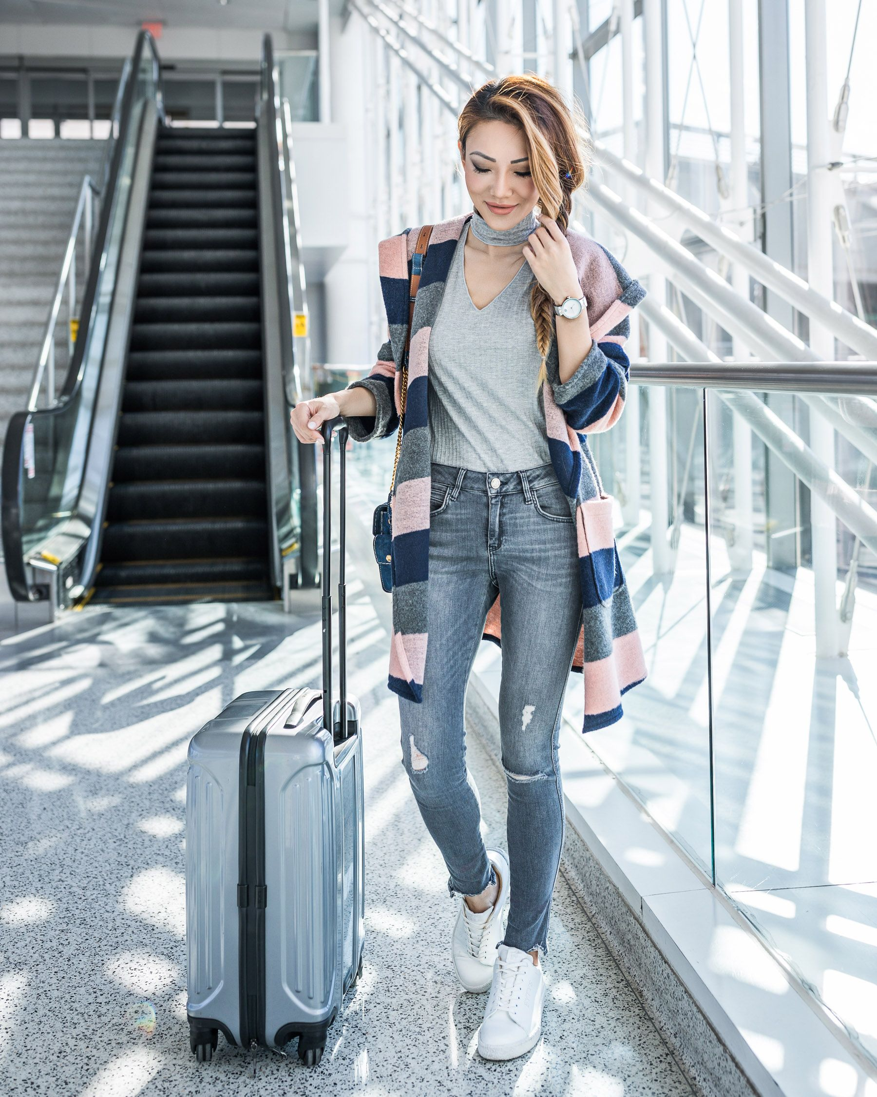 916063069ffd 7 Essentials for Comfy Travel Style