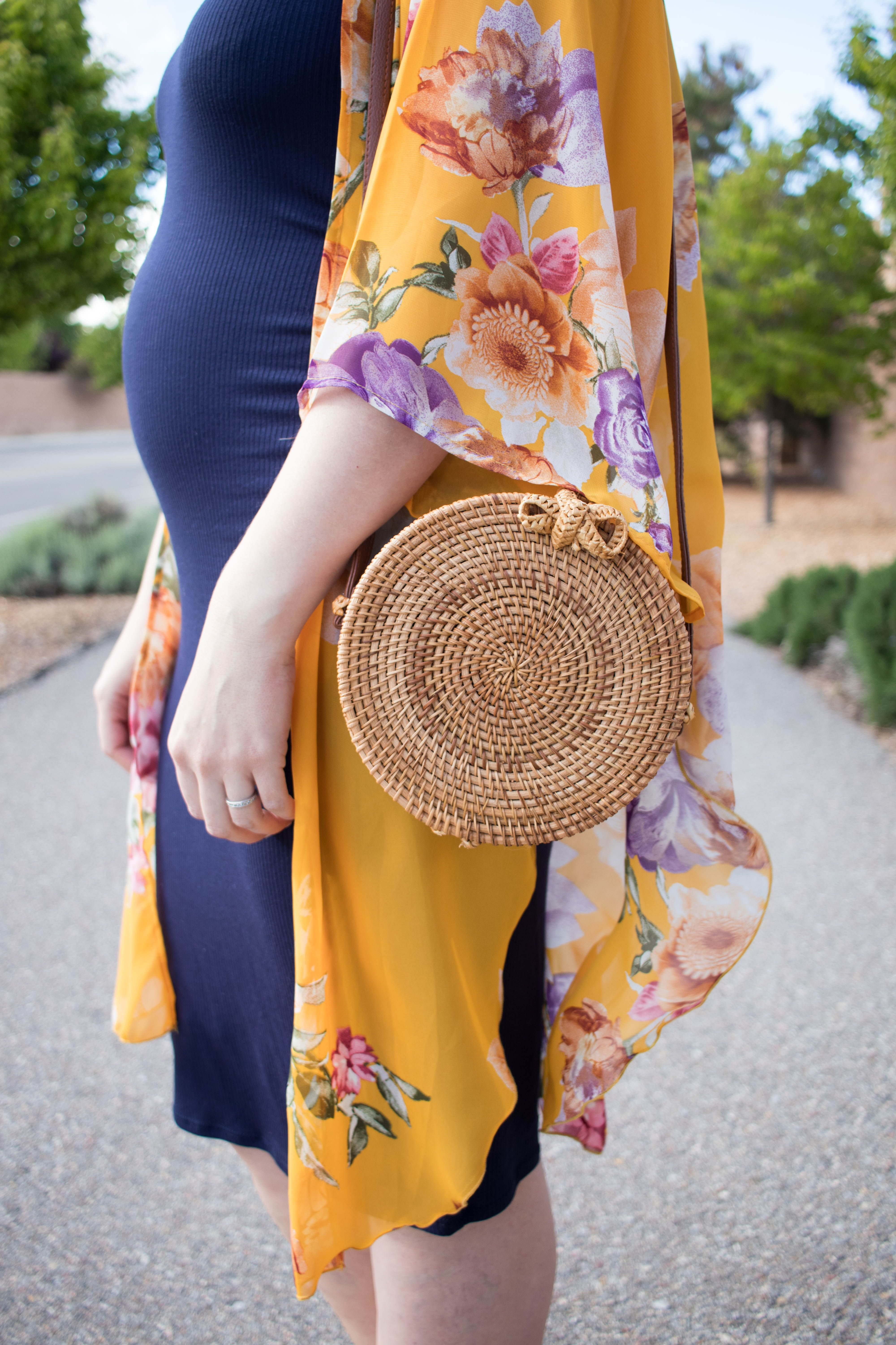 Maternity Midi Dress: The Weekly Style Edit – Middle of Somewhere Trendy Outfits