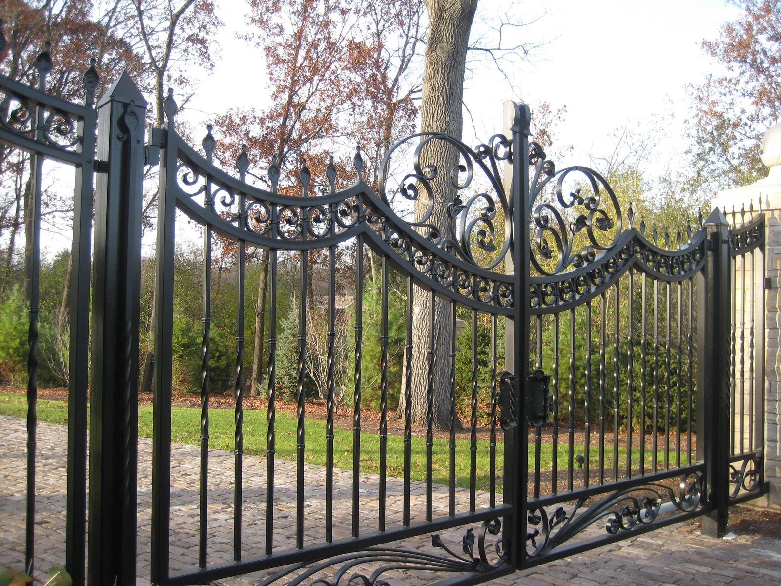 Chicago Driveway Gate Ornamental Iron Gates Gates And Railings