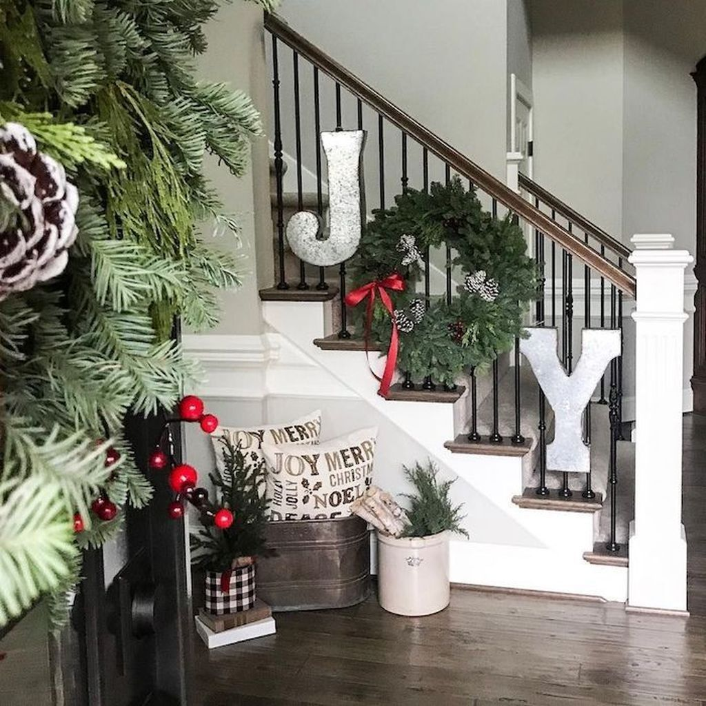 20 Excellent Traditional Staircases Design Ideas: 20+ Pretty Landscaping Ideas For Holiday