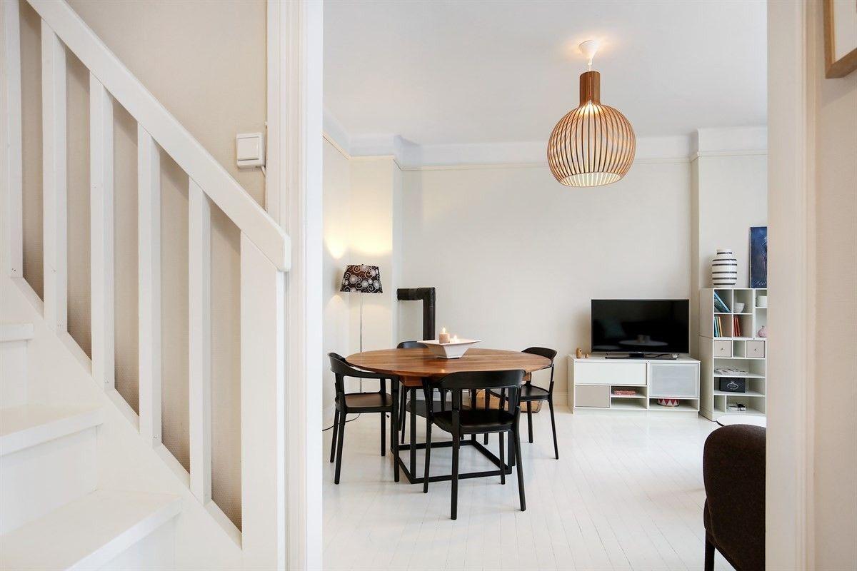 FINN – LINDERN - Pen, lys og koselig 3-roms toppleilighet over to plan - Flott utsyn og nyere bad/wc - Parkeringsleie* - Ingen dokumentavgift!