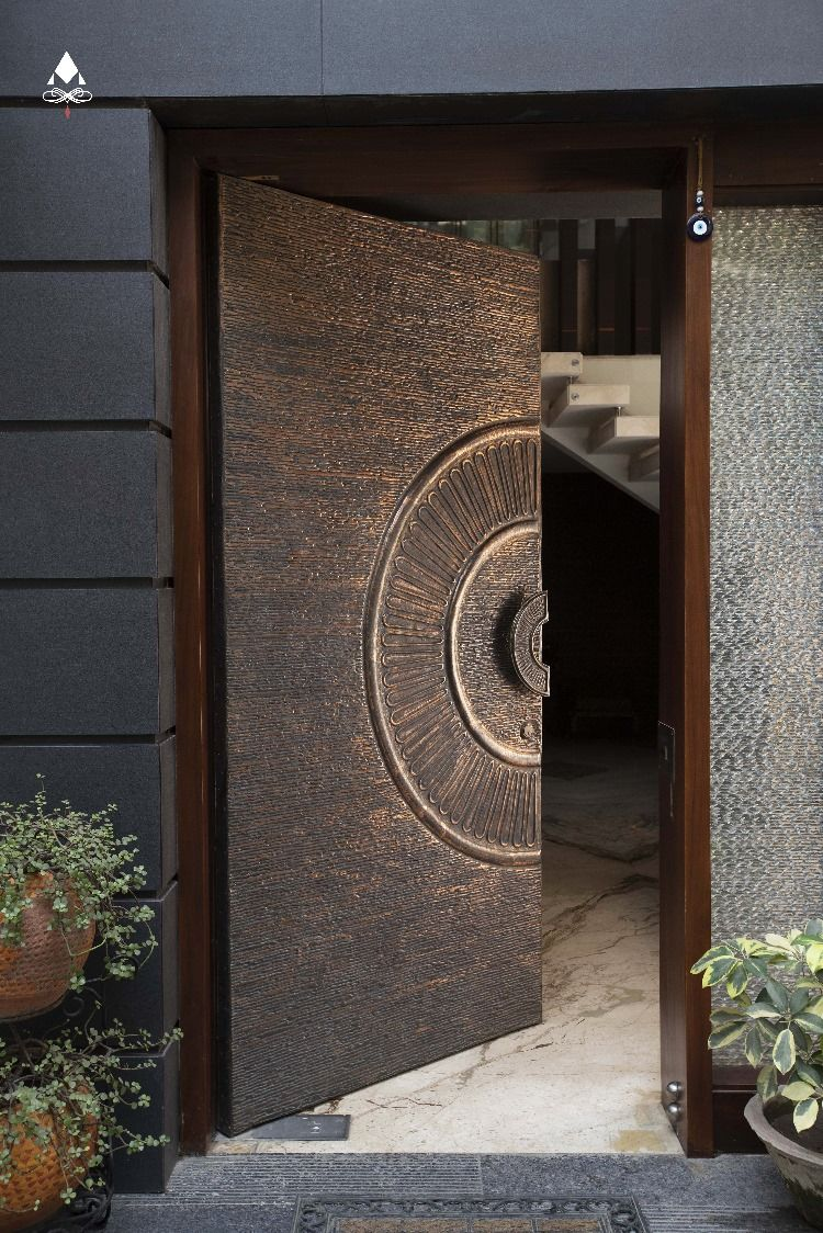 Modern Front Doors Ideas Design Trends 2020 Aluminr Bespoke Luxury Metal Door Manufacturers Main Entrance Door Design Wooden Main Door Design Modern Entrance Door
