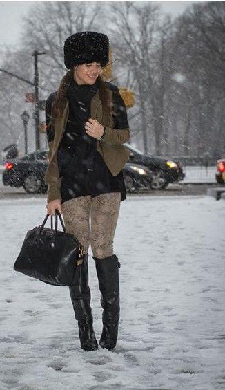 Meia calça, bota preta, cachecol