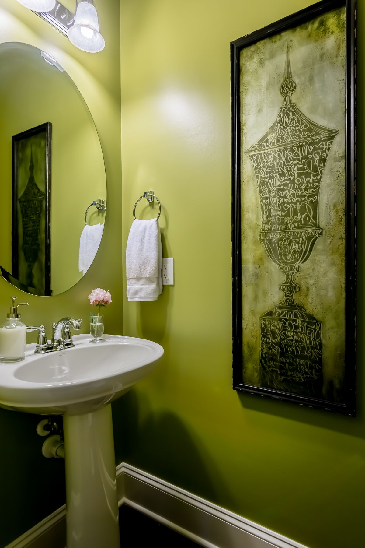 Bathroom Decorating Ideas That Add Pizazz to Your Powder Room ...