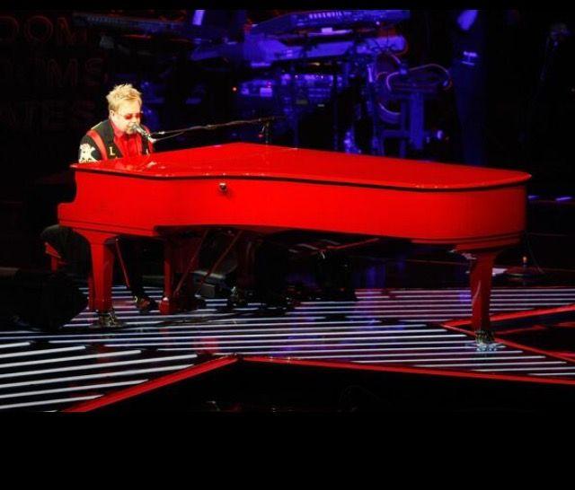 El Yamaha  rojo de Elton John