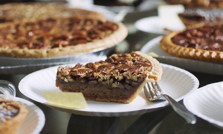Pappas Bbq Has A Deep Layer Of Goo And Earned Above Average Marks For Its Thin And Flaky Crust Best Pie Desserts Eat