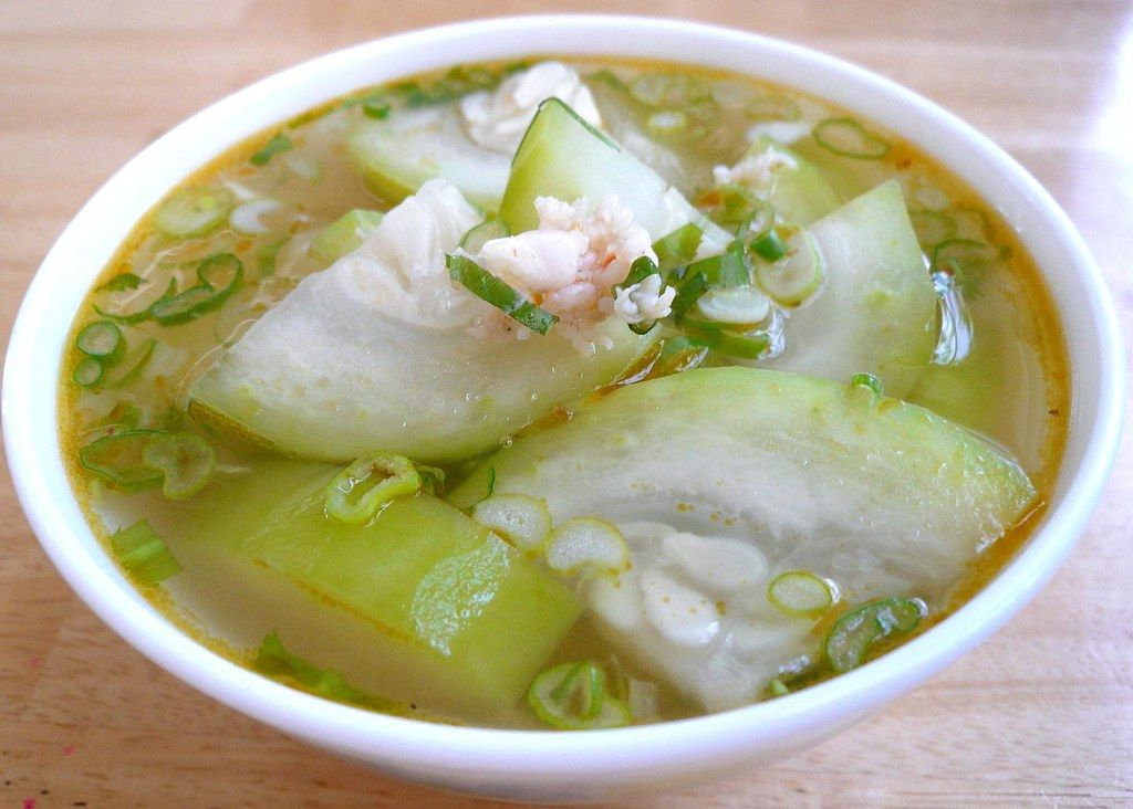 Tia's Recipe & Photo Journal: Winter Melon in Shrimp Broth (Canh Bi Dao Tom) #wintermelon