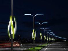 Turbinas eólicas colocadas en los postes de iluminación de las autopistas para generar energía eléctrica con la estela de viento que dejan los vehículos al pasar - Cocepto