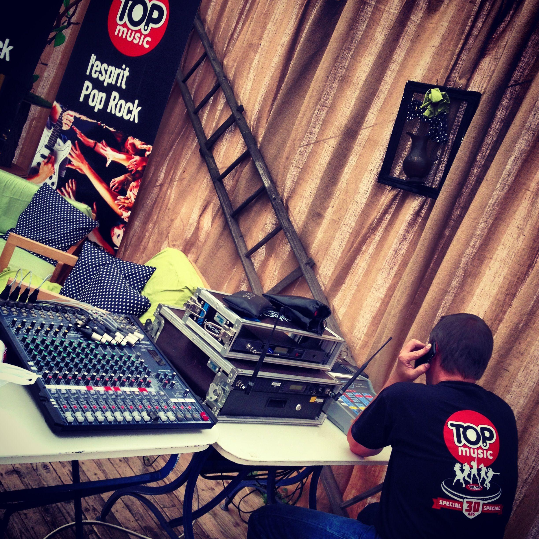 Edition 2013 : Installation du matériel radio dans le coin presse