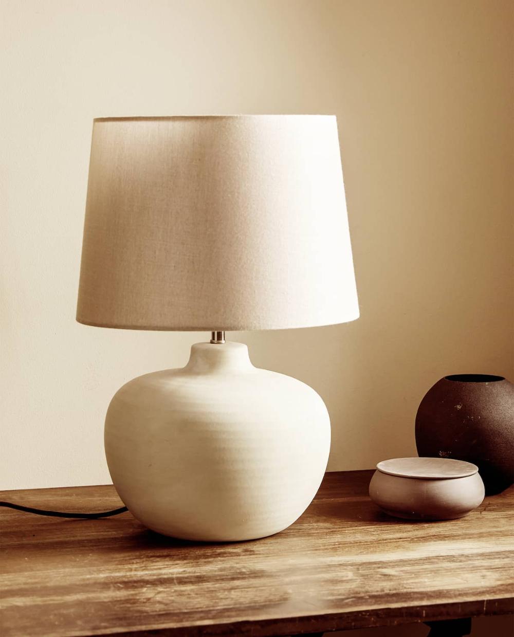 Lampara Base Ceramica79 99 Ref 8988 047 En 2020 Zara Home Lampara Dormitorios