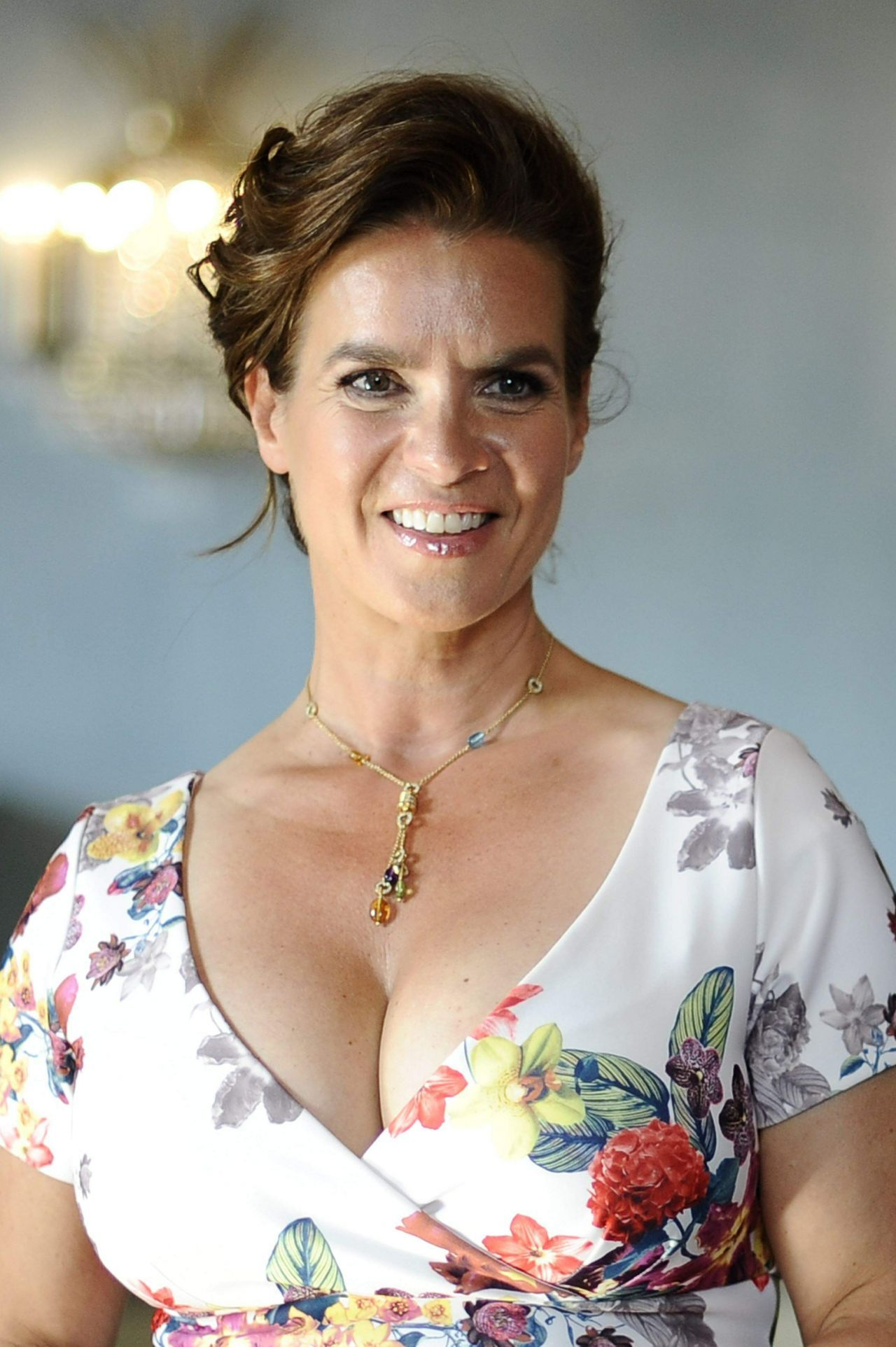 Katarina Witt earned a  million dollar salary, leaving the net worth at 75 million in 2017