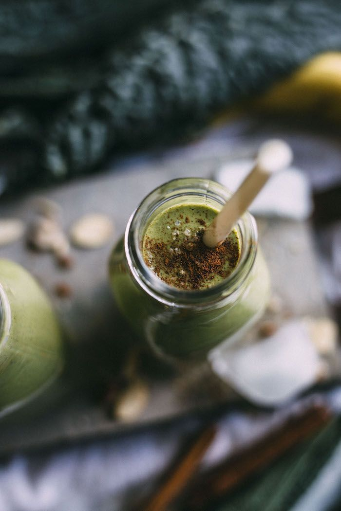 A GREEN banana bread smoothie that tastes like bananas and cinnamon!   http://thealmondeater.com