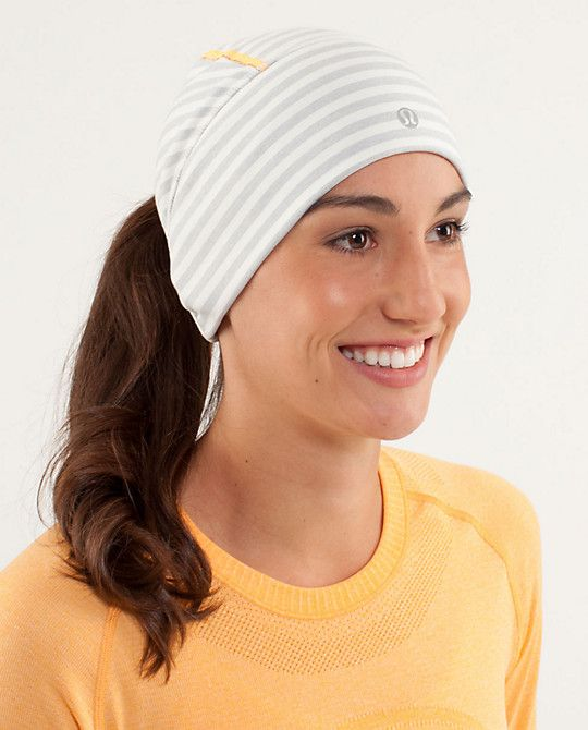 3b6cb6d4d93 winter running hat - ponytail hole. Its so weird but I want it so bad!!