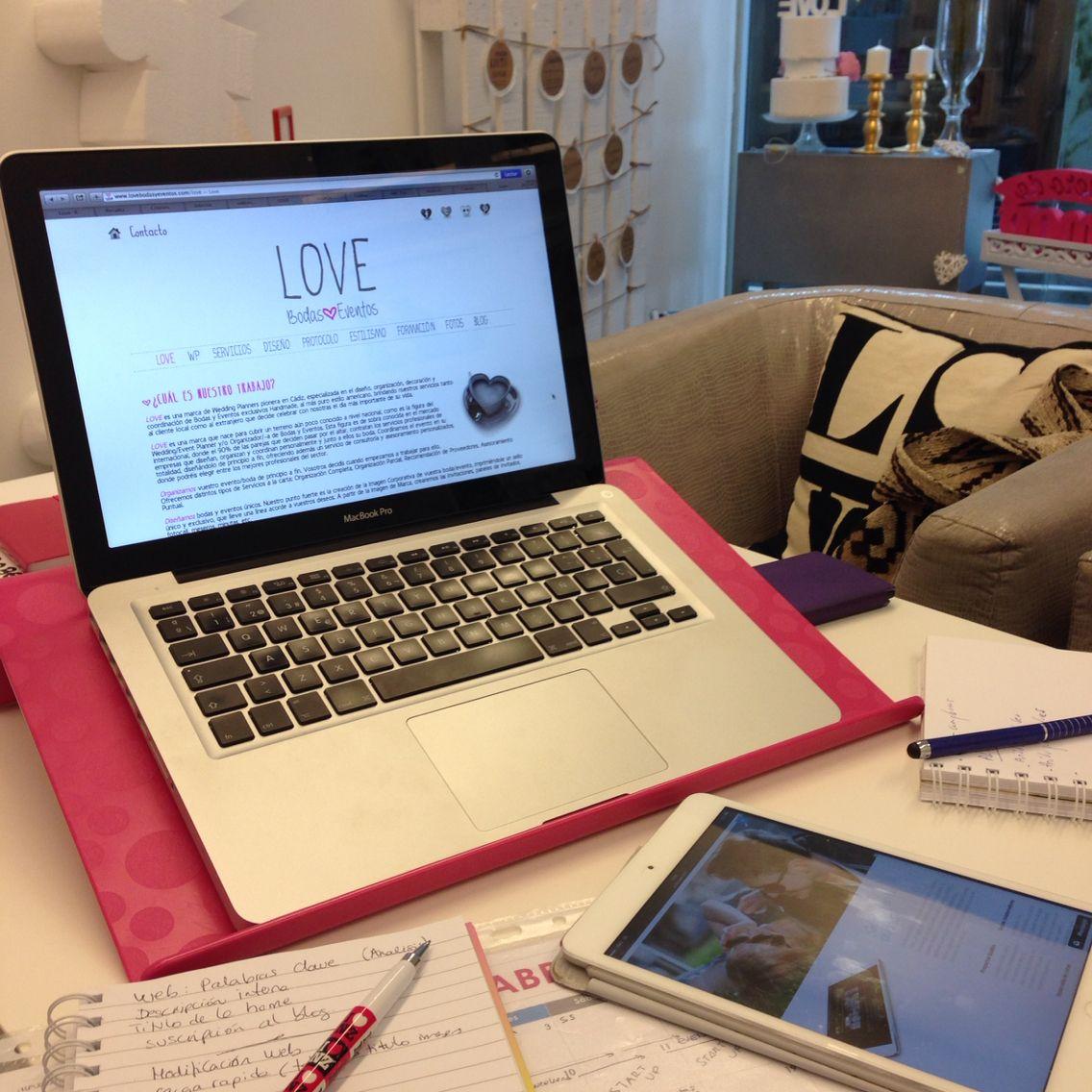Aquí aprovechamos cada minuto ;) Recién llegados de la reu en Montecastillo y ahora a seguir trabajando con Guideo app y el Plan de Social Media, que están diseñando, personalmente, para LOVE.   Si quieres contar con un Plan de Social Media profesional para tu empresa, no dudéis en escribirles: www.guideoapp.com   Seguimos al lío! Que en un ratito nos toca tarde Chiclanera con una de nuestras #Lovers. ¡Mua!  LOVE @guideoapp #love #amor #happy #handmade #fashion #fitness #fit #weddings #bodas