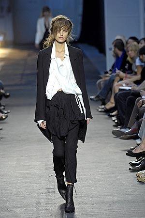 foto de Ann Demeulemeester Spring 2007 rtw minimalist fashion