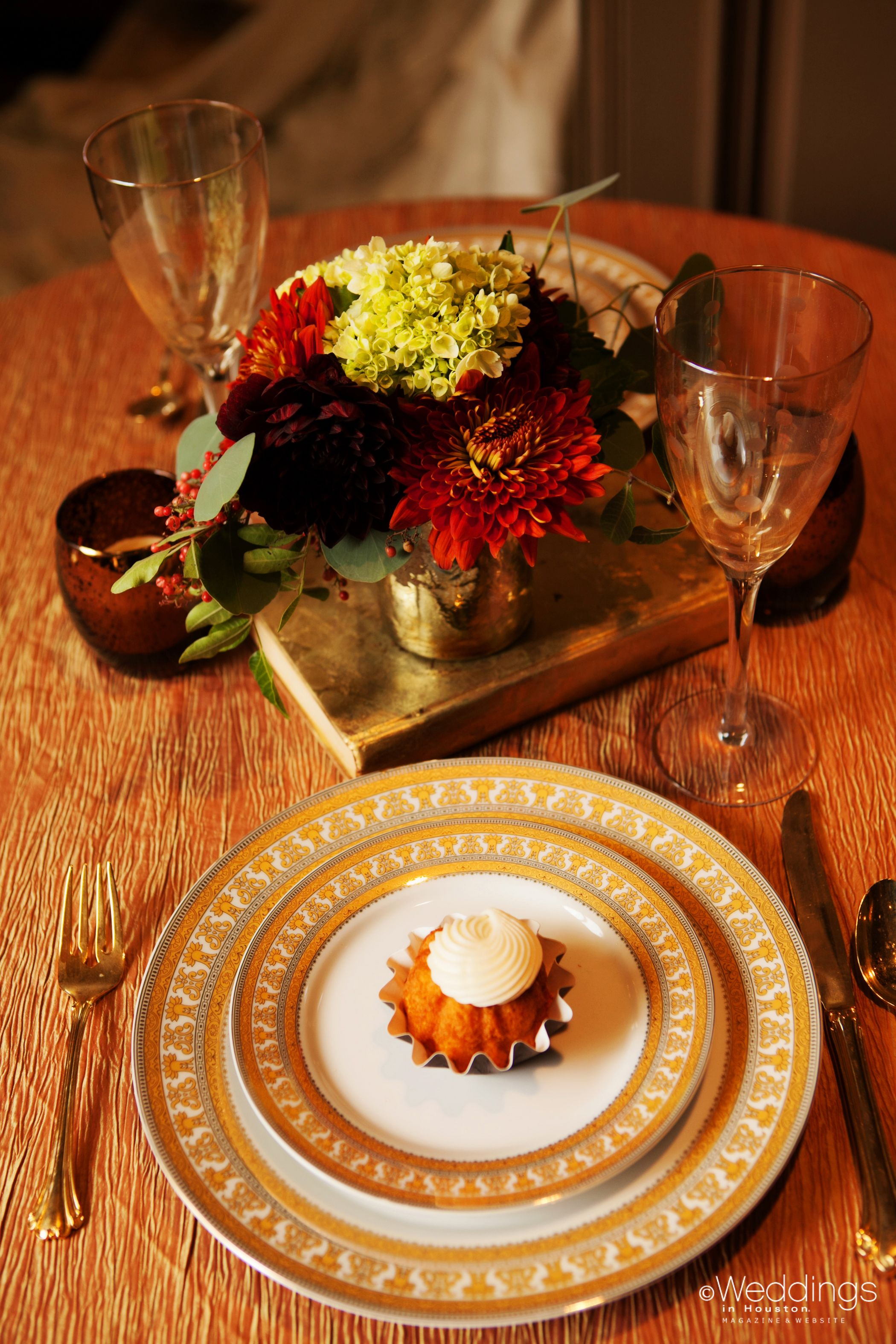 Fall holiday inspired tablescapes and bundt cake dessert