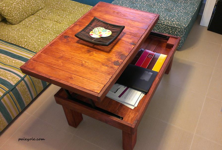 Mesa de centro elevable para poder comer en el sof c modamente hecho de pal palet mesas de - Mesas de pale ...