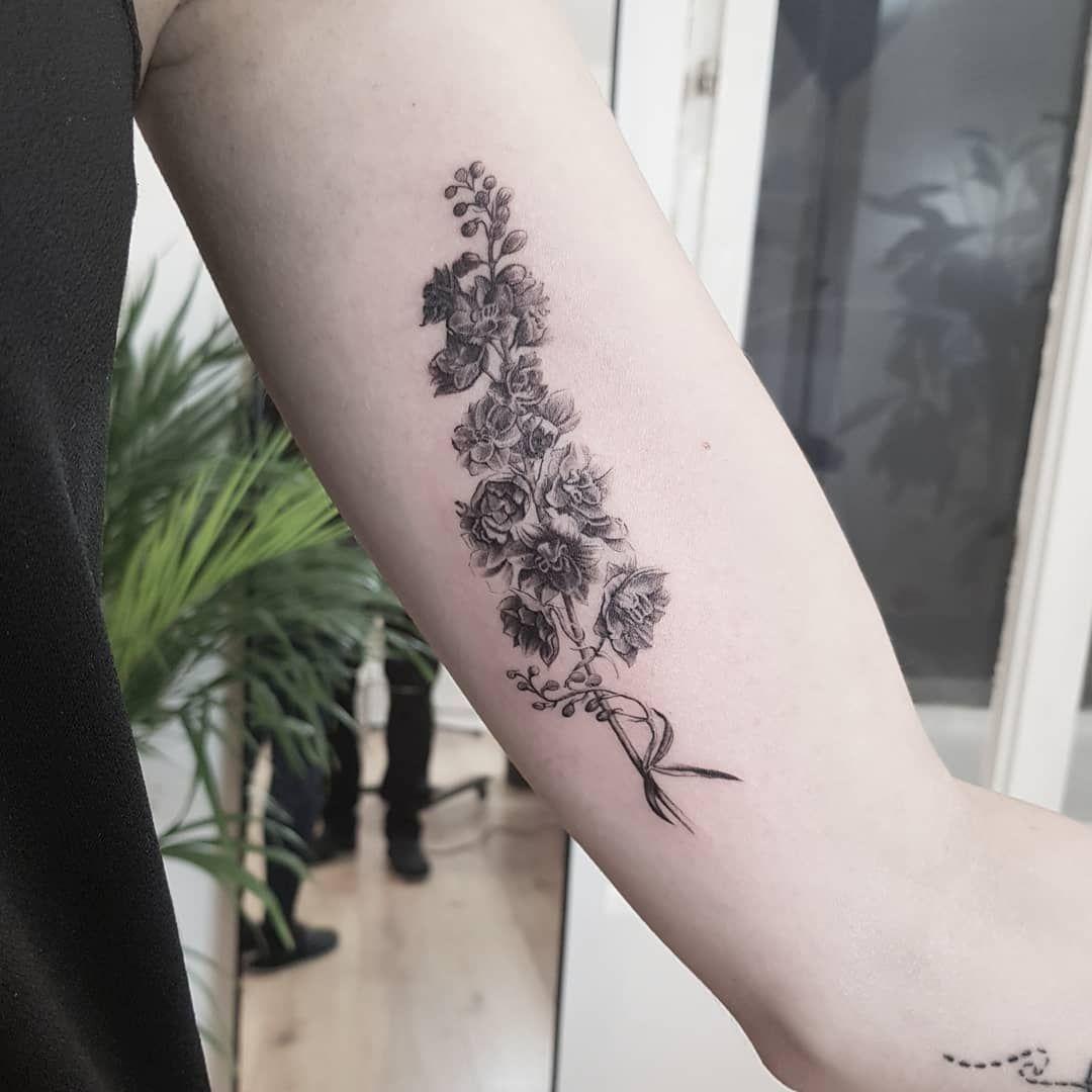 Flower Tattoo Blumen Tattoo Blossom Tattoo Realistic Tattoo Realistisches Tattoo Fotorealistisches Tattoo Delphinium Tattoo Birth Flower Tattoos Tattoos