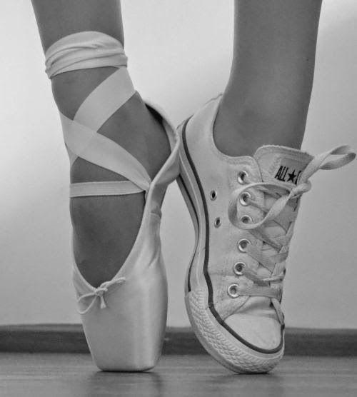 idée dessin au crayon basket converse chausson de danse