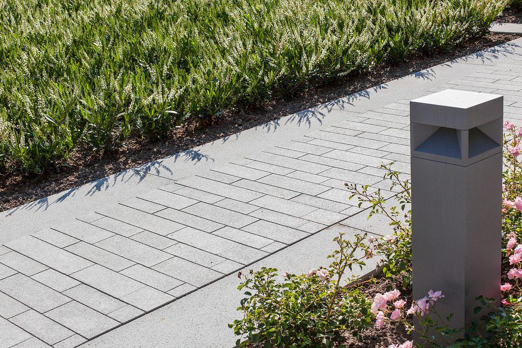 Wandelpad met betonklinkers tuinpad tuin