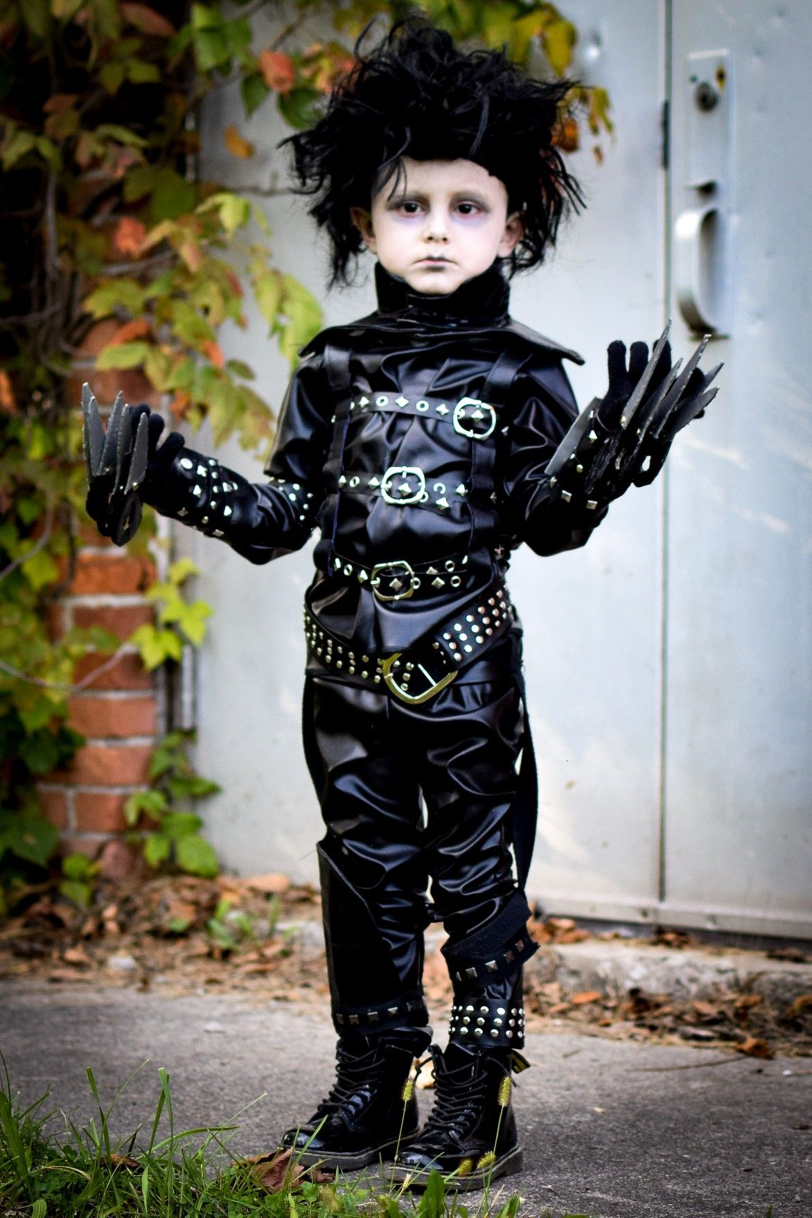 3 Year Old Halloween Costume.4 Year Old Boy Dressed In Toddler Edward Scissorhands Costume For Halloween Cute Kids Halloween Costumes Old Halloween Costumes Halloween Costumes Kids Boys