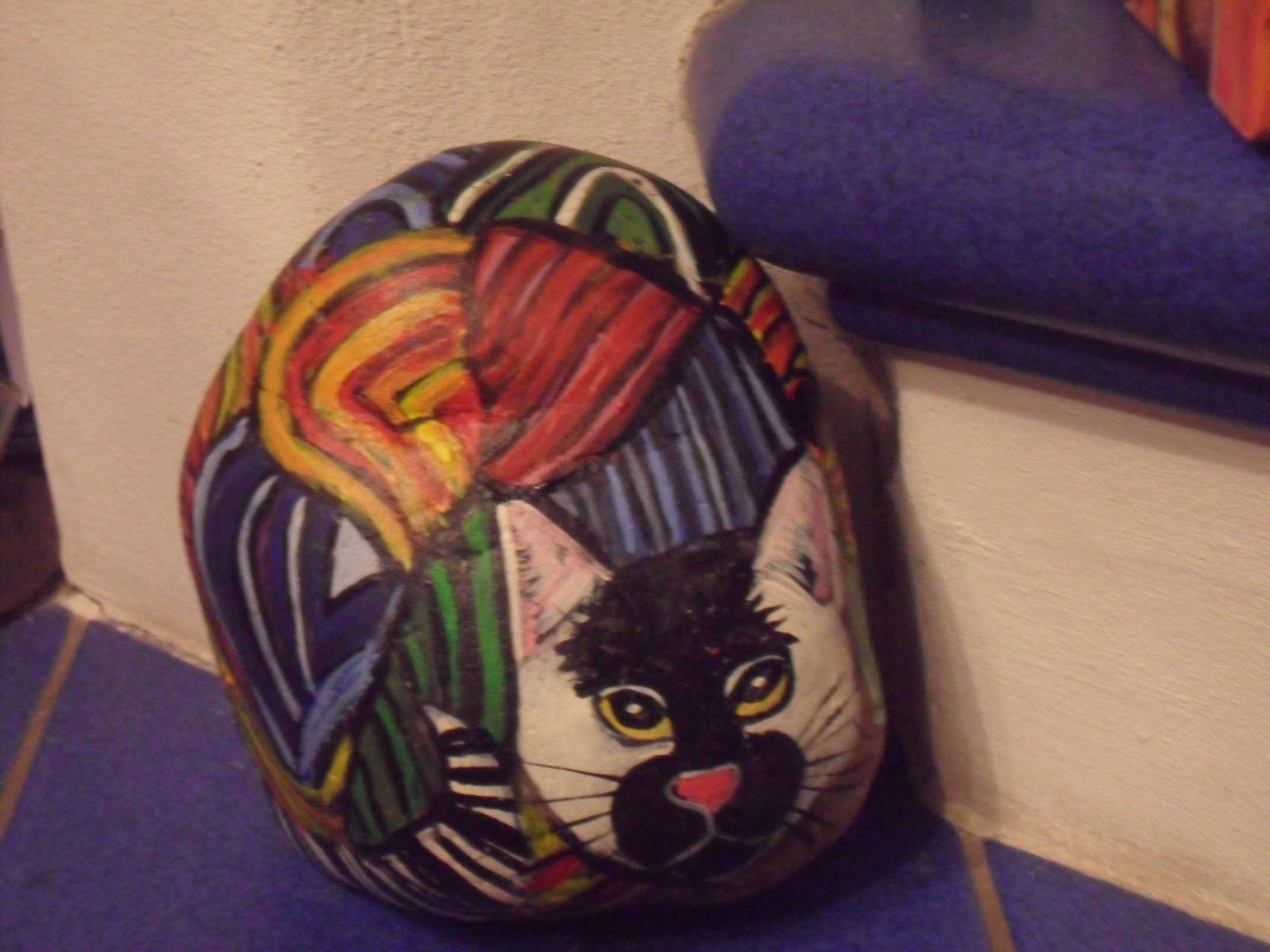 bemalter stein katze pop art kunst erh ltlich bei ebay bemalter stein bemalte steine katzen. Black Bedroom Furniture Sets. Home Design Ideas